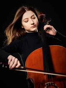 die Cellistin Irina Schukoff aus Salzburg im Fotostudio