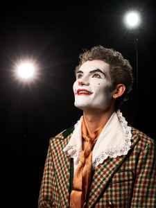 Titelbild für das Theater Festival Volxommer in Salzburg mit dem Schauspieler Juri Dietz vom Theater Ecce